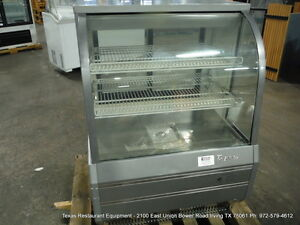 Turbo Air Tcgb 36 2 dr 36 1 2 Dry Curved Glass Bakery Display Show Case