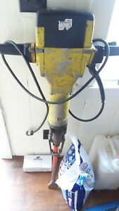 Bosch Electric Jack Hammer 11304