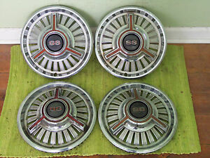 65 66 Chevrolet Ss 3 Bar Spinner Hub Caps 14 Set Of 4 Hubcaps 1965 1966 Red