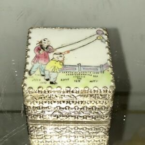 Antique Qing Chinese Hand Painted Porcelain Famille Rose Trinket Box
