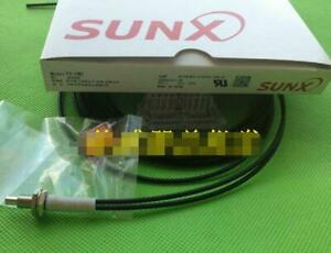 1pcs New In Box Panasonic Sunx Fd fm2 r1