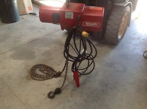 Milwaukee 1 Ton Electric Chain Hoist Model 9568 Single Phase 115 Volt