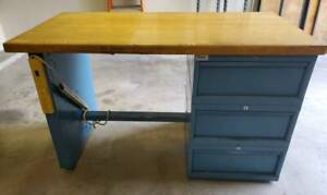 Lista Workstation With 1 Tech Leg And 1 Cabinet