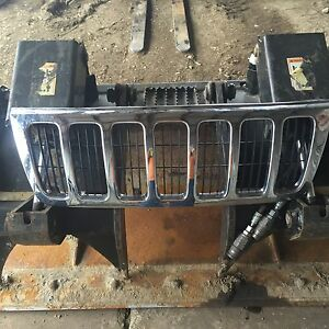 99 00 01 02 03 Jeep Grand Cherokee Chrome Grille Oem