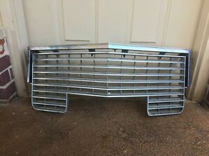 1972 Cadillac Grill Assembly Molding Coupe Sedan Deville Fleetwood Texas Nice