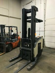 2004 Crown Reach Truck 271 Inch Lift Height Only 6485 Hours 36 Volt Battery