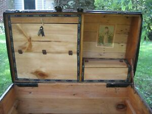 Rare A 1880 S Alligator Trunk Stage Coach Chest Embossed Tin Orig Antique Lock