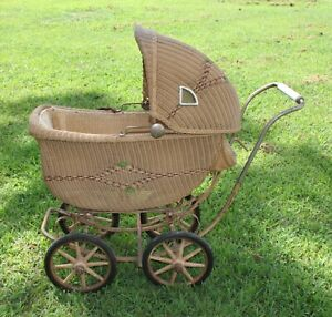 Antique Vintage Wicker Baby Doll Buggy Carriage Stroller
