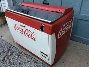 Coca-Cola Soda Machine Cooler / Chest, Westinghouse model WH-12t