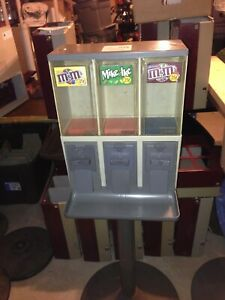 Vendstar 3000 Candy Vending Machine With Locks And Keys And Steel Chute Doors
