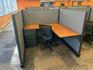 Modern Cubicles excellent Condition With Chairs