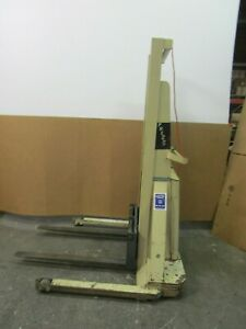 Crown 20bs Walk Behind 12 Volt Electrical Up down Stacker Lift 2000lbs Capacity