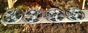 Corvette Oem 1966 Hubcaps Wheel Covers 15 Inch With Spinners