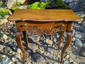 Vintage Hekman Walnut One Drawer Queen Anne Console Foyer Entry Side End Table
