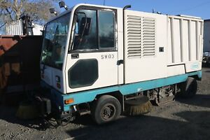 Tennant 830 i Street Sweeper Diesel Engine Touch Pad Controls Low Hours