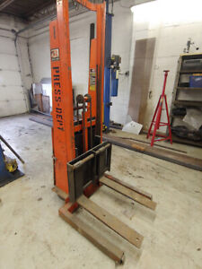 12 Volt Walk behind Fork Lift