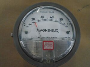 Series 2000 Magnehelic Differential Pressure Gages Used lot 304