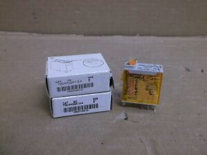 700 hk32a1 3 4 B Allen Bradley New In Box Dpdt 8a 8 blade Relay With Led Lever