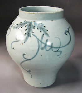 A Very Fine And Rare Korean Blue And White Grape Vine Painted Jar 19th C
