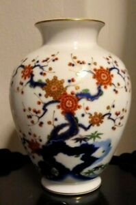 Japanese Fukagawa Porcelain Vase Signed 8 H By 6 1 2 W Beautiful