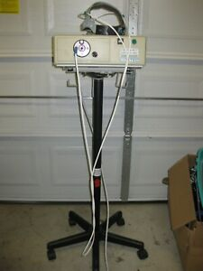 Luxtec 9300xsp Fiber Optic Light Source With Surgical Headlight Powers On 80hrs