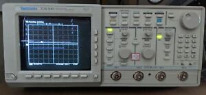 Tektronix Tds540 500mhz 1gs s In Very Nice Condition