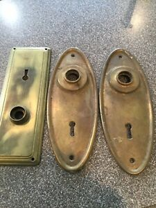 Vintage Brass Back Plate 7 1 4 Inches Set Of 2 Key Hole Door Knob 1 7 Plat