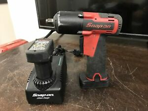 Snap On Ct761a 3 8 Drive Impact Wrench Red W 2 Batt Chrgr Kit Used Cn554