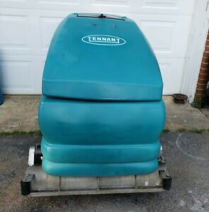 Tennant 5700 Floor Scrubber