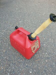 Vintage Gott Rubbermaid 1 1 2 Gallon Gas Can Rear Vented Red Poly Model 1216