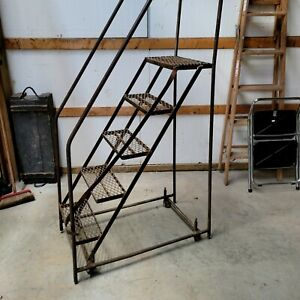 5 Step Steel Rolling Industrial And Warehouse Ladder With Handles