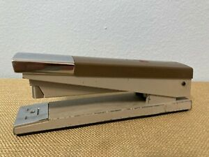 Acco 20 Brown And Cream Preowned Stapler W One Row Of Staples Preowned