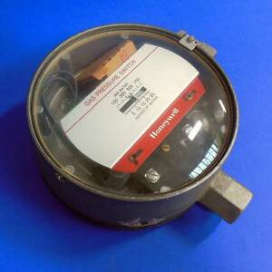 Honeywell 1 2 npt 100 700mm Water Gas Pressure Switch C473g new pzb