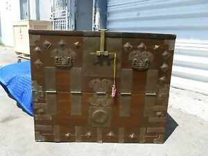 Elegant 19c Korean Tansu Chest With Beautiful Hammered Iron Hardware P