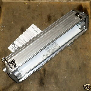 Azz Type Mar Hazardous Location Fluorescent Light Fixture Mar28002u New