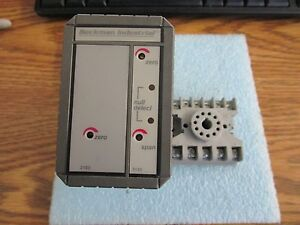 Beckman Industrial Model 8000 2 4 08 60 00 00 Relay With Base