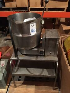 Groen Jacketed Tilt Steam Kettle 10 Gallon Electric W Table Tdb 1 10 3ph 208v
