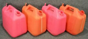 Wedco Essence 2 Gallon Plastic Gas Cans w220 lot Of 4 Missing Nozzles b