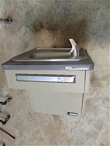 Elkay Ebfatl8_1a Drinking Fountain Water Cooler Powers Up clean Sr360