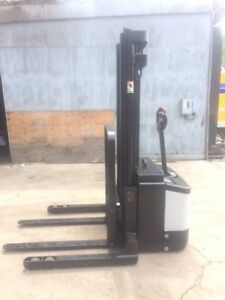Crown Walk Behind Forklift Straddle Walkie Stacker 128 Lift 3500 Cap Sideshift