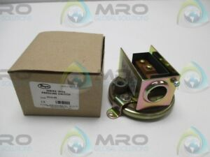 Dwyer 1910 00 Pressure Switch as Pictured New In Box