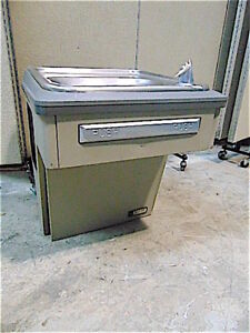 Elkay Ebfatl8_1a Drinking Fountain Water Cooler Powers Up clean Sr362