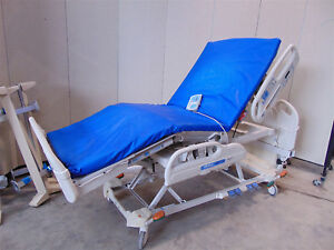 Hill rom Model P3200 Versacare Adjustable Hospital Bed With Mattress Sr342