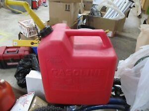 Vintage Made In The U s a Chilton 6 Gallon Red Plastic Vented Gas Can P 60