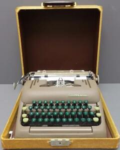 Vtg Smith Corona silent Manual Portable Typewriter W Carrying Case Green Keys