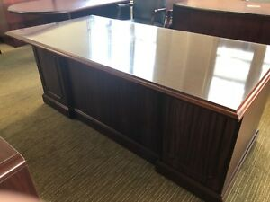 Executive Desk By The High Point Desk W Mahogany Color Laminate Top