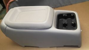 1999 02 Yukon Tahoe Oem Center Console Middle Section Armrest Cup Holder Shale