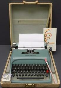 Olivetti Underwood Portable Manual Green Typewriter W Hard Case Italic Script