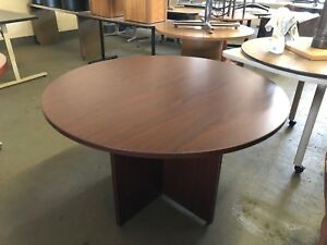 48 Round Conference Table In Mahogany Finish Laminate W X base
