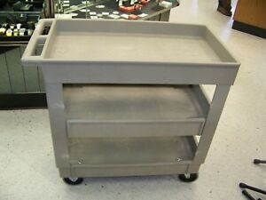 Rubbermaid Utility Cart With Middle Shelf 16 X 30 400 Lb Capacity Gray